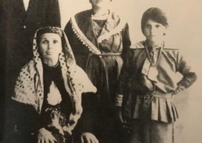 a destra Diana Franco madre di Sami