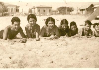 Claudio, Paola, Gloria, Franca, Romano, Roberto, Carla – 1940