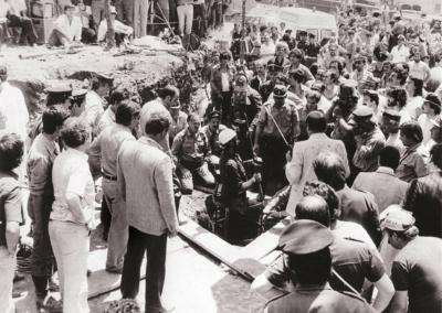 La folla accorsa a Vermicino ostacola i soccorritori